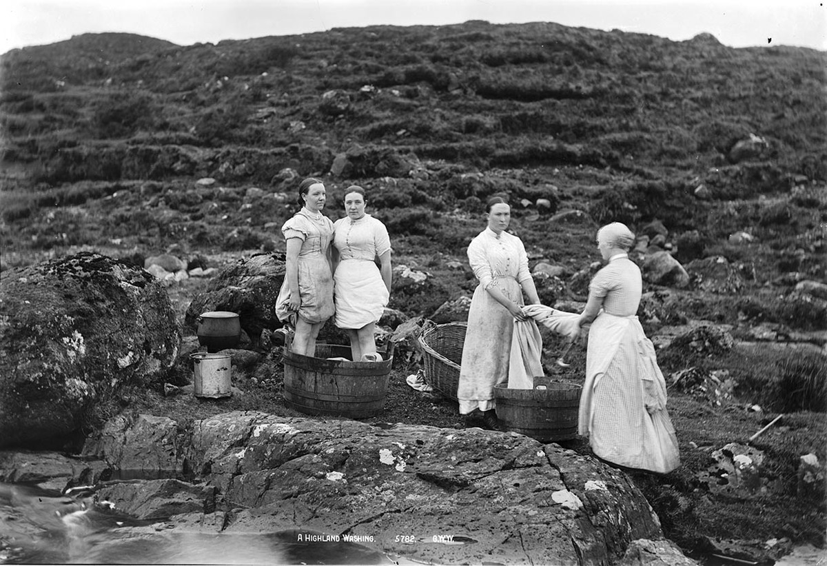 A Highland Washing B01557 MS 3792.jpg